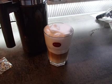 fertiger Latte mit Melitta Cremio